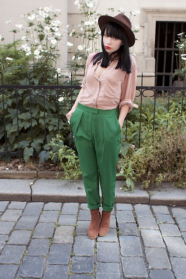 green-pants-and-hat.jpg
