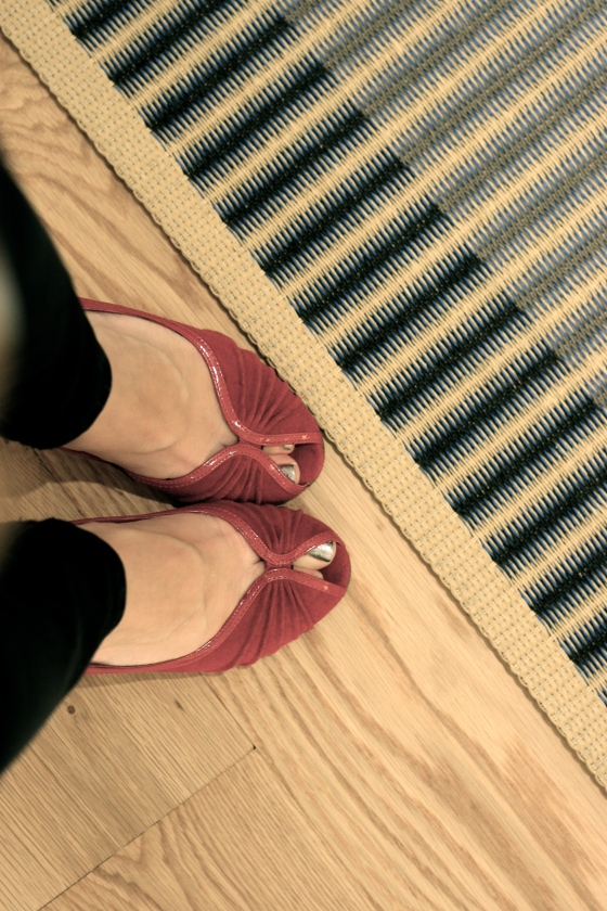NookAndSea-Design-Within-Reach-DWR-Store-Grand-Opening-Costa-Mesa-California-South-Coast-Collection-Shopping-Plaza-SOCO-Party-Red-Steve-Madden-Shoes-Heels-Peep-Toe-Rug-Striped-Wood-Floors