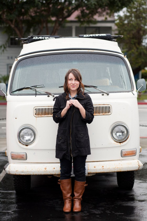 NookAndSea-Sorella-Muse-Photography-The-Portraiteer-VW-Bus-White-Rainy-Day-Outfit-Attire-Clothing-Jacket-Boots-Beach-Ocean-Sea-Blue-Nails-Black-Zipper-Dakine-Roof-Rack-Asphalt