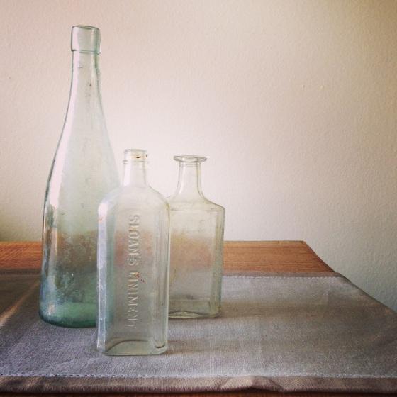 NookAndSea-Weekend-Recap-Instagram-Vintage-Antique-Apothecary-Bottles-Glass-Trio-Table-Runner
